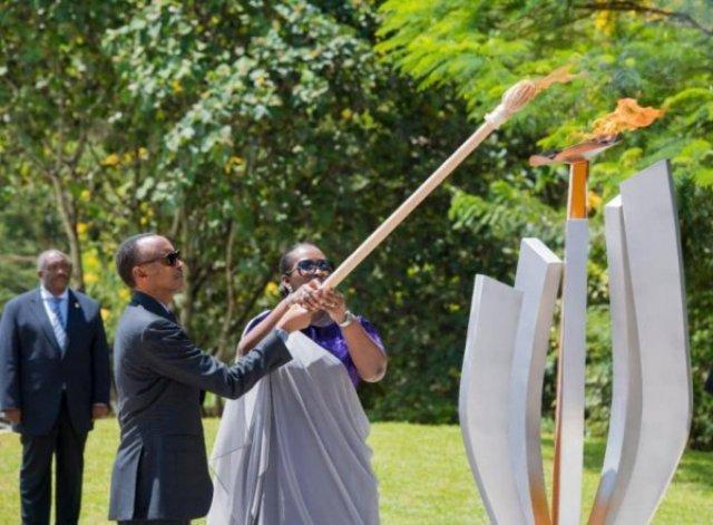 Ibihe bidasanzwe ntibishobora kutubuza inshingano yo kwibuka no guha icyubahiro abo twabuze -Perezida Paul Kagame