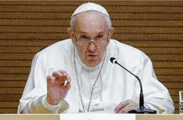 Papa Francis yakuye kirazira, yemera ko abaryamana bahuje ibitsina bakwiye gusezeranywa imbere y'amategeko